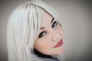 Как покрасить волосы в белый цвет? Выделяемся из толпы