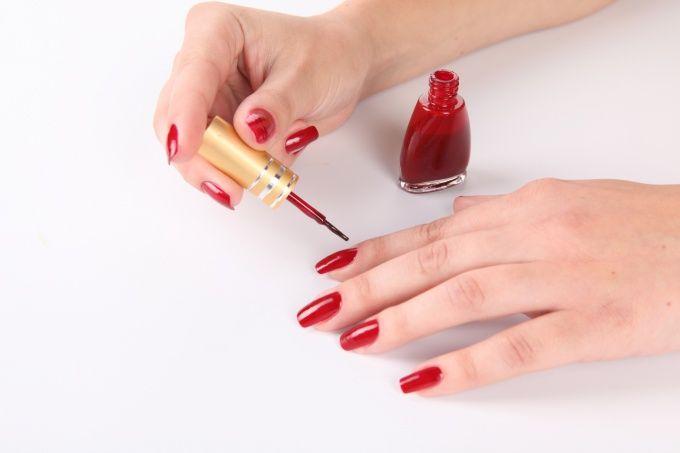 Как накрасить ногти, не испачкав кутикулу? Залепить и заклеить