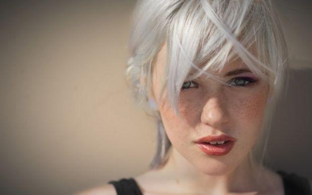 Как покрасить волосы в серый цвет? Финальный оттенок имеет значение