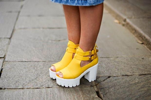 С чем носить босоножки на тракторной подошве? Удобство, стиль и привлекательность