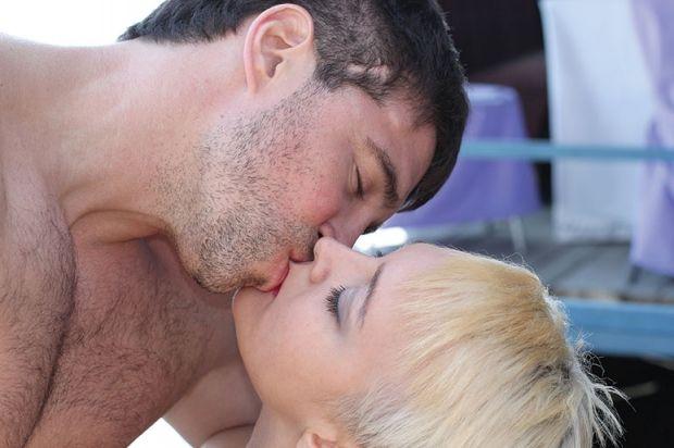 Как правильно целоваться в засос? Полезная теория