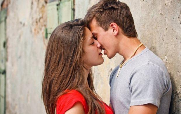 Как намекнуть парню на поцелуй? Подталкиваем события
