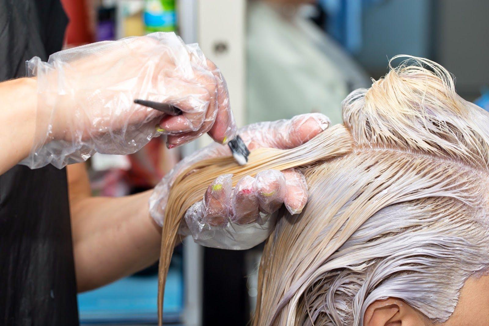 Как покрасит корни волос в домашних условиях 96