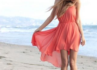 С чем носить коралловое платье? Изюминка стиля