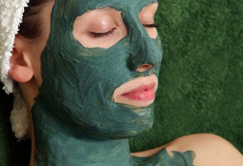маска из зеленой глины для лица отбеливающая