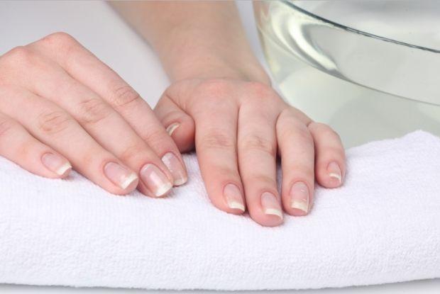 Как быстро отбелить ногти в домашних условиях? Простые способы