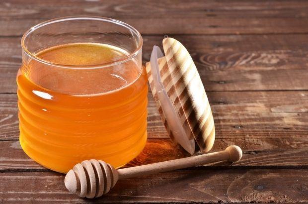 Маска для волос с луком и медом. Реанимируем шевелюру