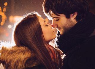 Как правильно научиться целоваться с парнем с языком и без? Доступная практика