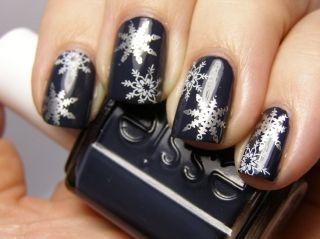 Как сделать снежинки на ногтях? Делаем красивый маникюр