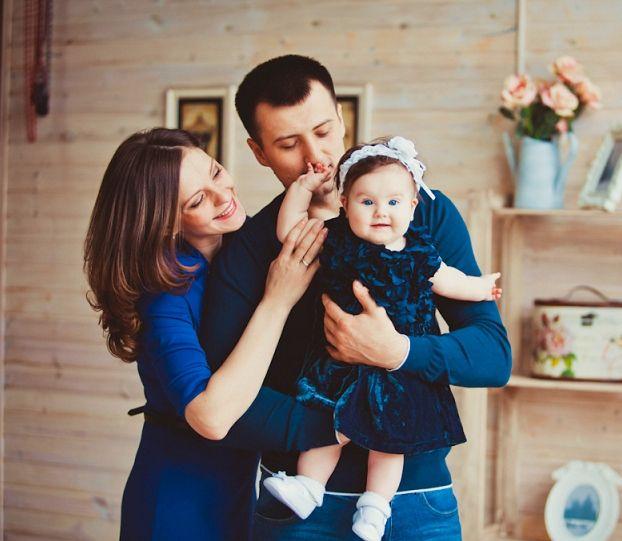 Семейная фотосессия с младенцем в студии идеи фото