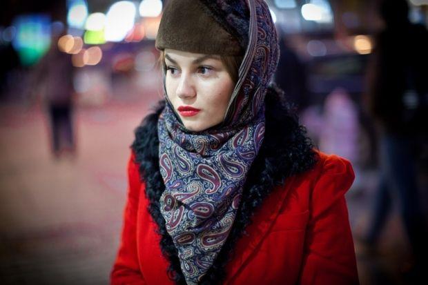 Как носить павлопосадский платок? Оригинальные образы