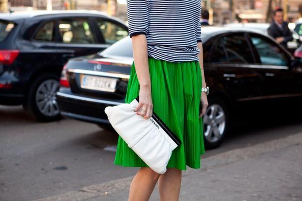 С чем носить зеленую юбку? Скромно и на каждый день