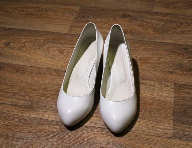 Какого цвета туфли подойдут к красному платью? Важные нюансы