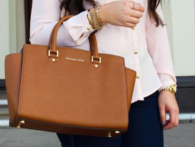 С чем носить коричневую сумку? Интересные сочетания