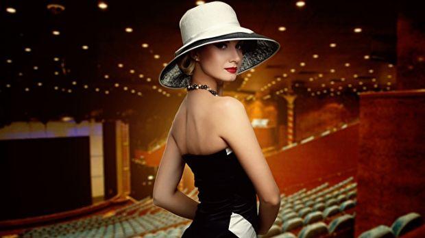 Как одеться в театр женщине? Все в рамках стиля