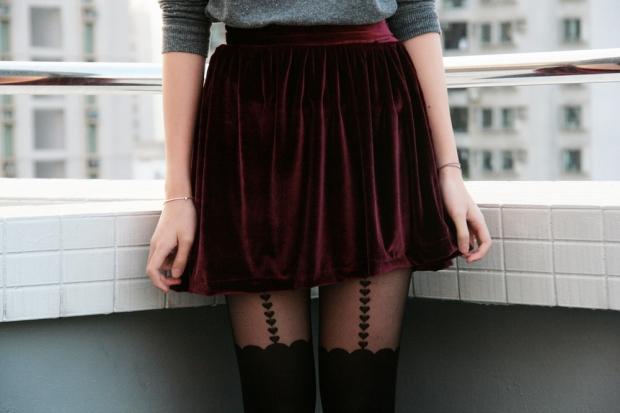 С чем носить бордовую юбку? Варианты комбинаций
