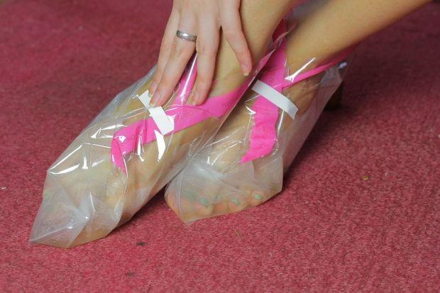 Инструкция по применению отшелушивающих носочков для педикюра. Все очень просто