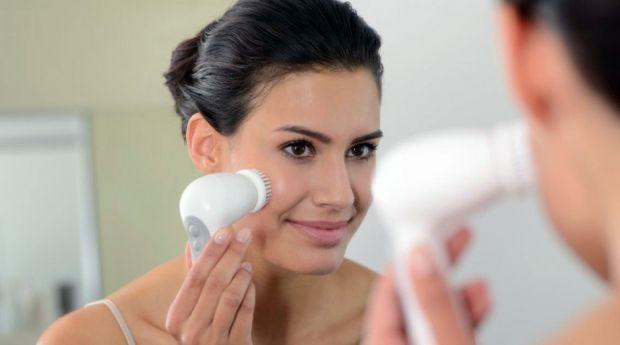 Что такое брашинг лица? Разбираем вопрос в деталях