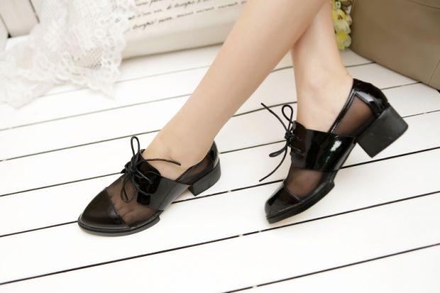 С чем носить женские оксфорды? Вариант повседневной обуви