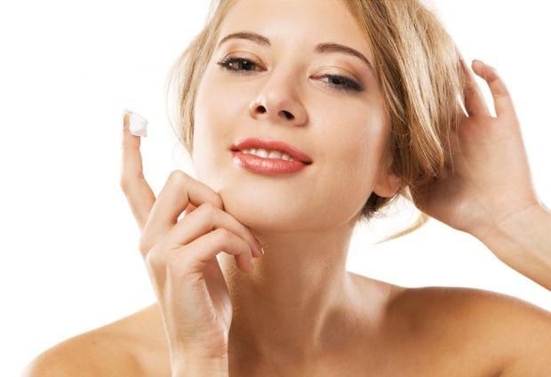 Можно ли кремом для рук мазать лицо? Не всегда и не каждым