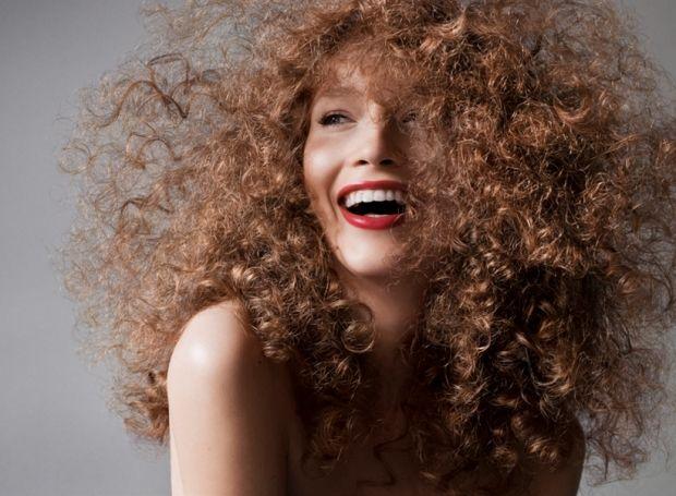 Что делать, если волосы пушатся после мытья? Список и советы