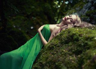 Подбираем макияж к зеленому платью. Простой, но изумительный