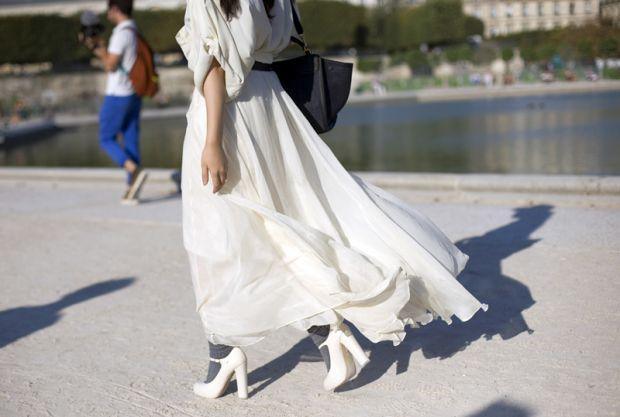 С чем носить длинную белую юбку? Тренды и классика