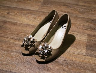Как быстро разносить туфли, которые жмут, в домашних условиях? 6 способов