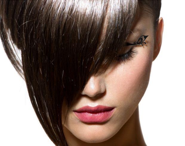 Как самостоятельно подстричь косую челку? Советы парикмахеров