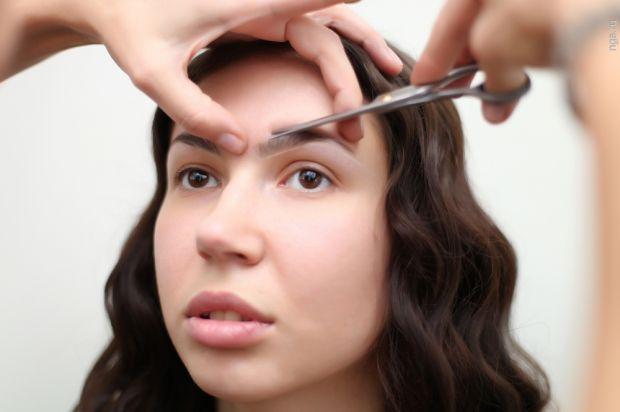 Как правильно подстричь брови в домашних условиях? Правила и ошибки