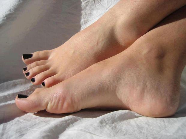 Женские подошвы ног согласен