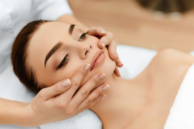 Как делать пластический массаж лица? Полный обзор