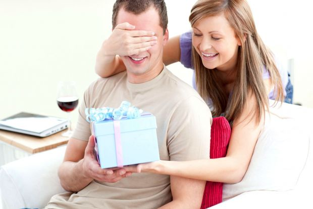 Что можно подарить парню на год отношений? Список вариантов