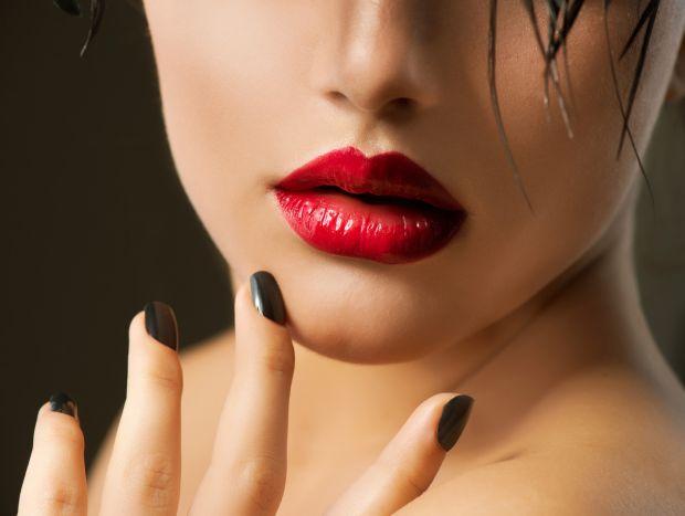 Как сделать губы красными без помады? 7 способов